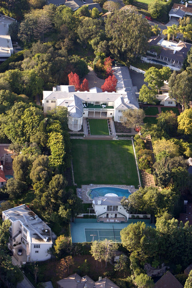 The hiltons beverly hills celebrity homes lonny for Celebrity home tours beverly hills