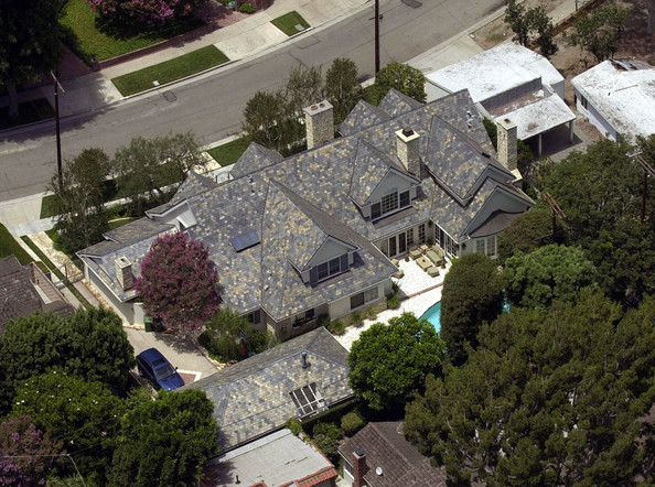photo: house/residence of hot beautiful sexy  18 million earning Los Angeles, California, USA-resident