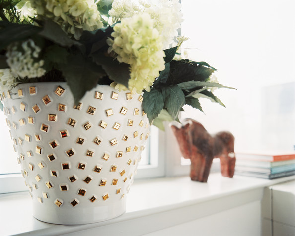 Gold Flower Pot Photos (1 of 1)