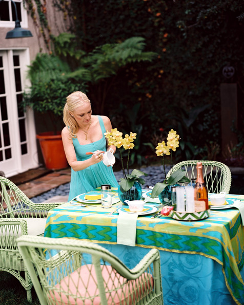 25 Easy Ideas For Setting A Spring and Summer-Ready Table