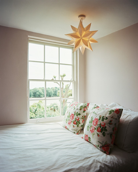 Star pendant light photos design ideas remodel and - Paper lantern bedroom ideas ...