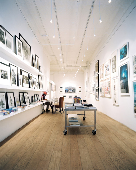 how to get in gallery contemporary art