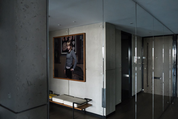Mirrored Walls Photos (1 of 5) []