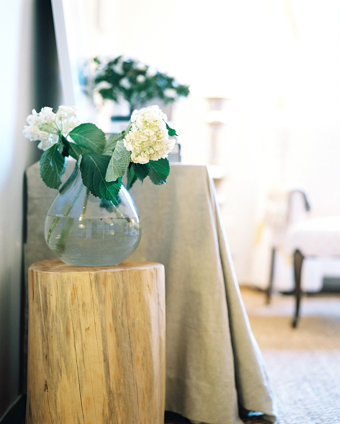 Tree trunk table photos design ideas remodel and decor - Tree trunk table decorations ...