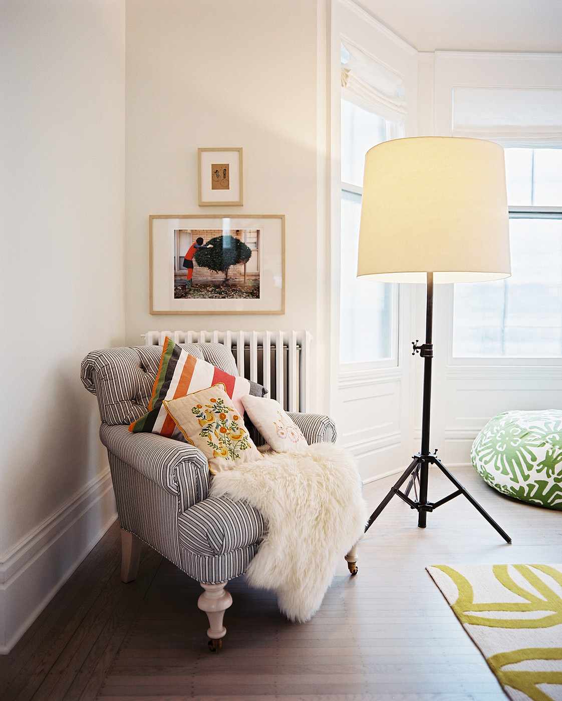 Create a cozy reading nook me moments 2014 lonny for Living room floor lamps
