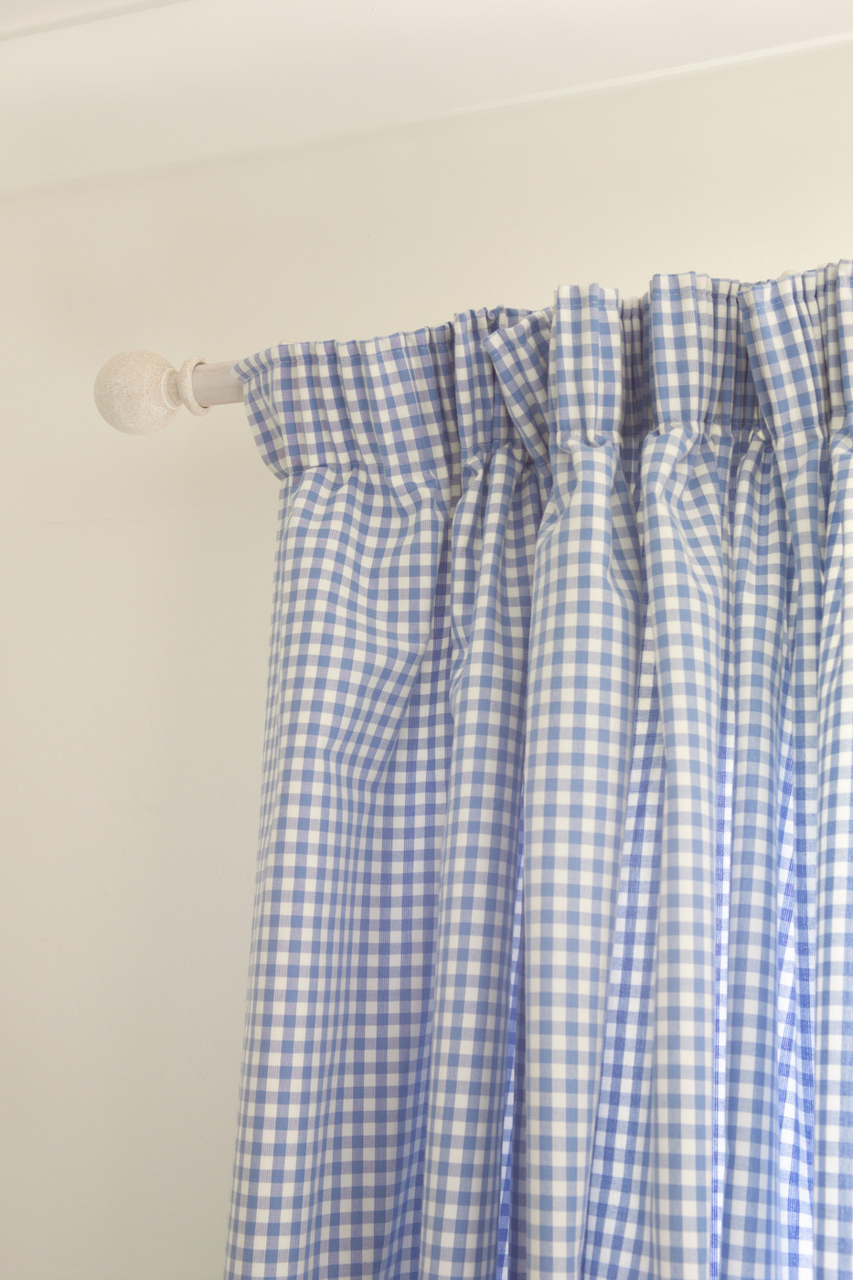 Gingham pattern photos design ideas remodel and decor for Gingham decorating ideas