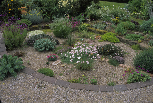 Sunken garden photos design ideas remodel and decor for Gravel garden designs