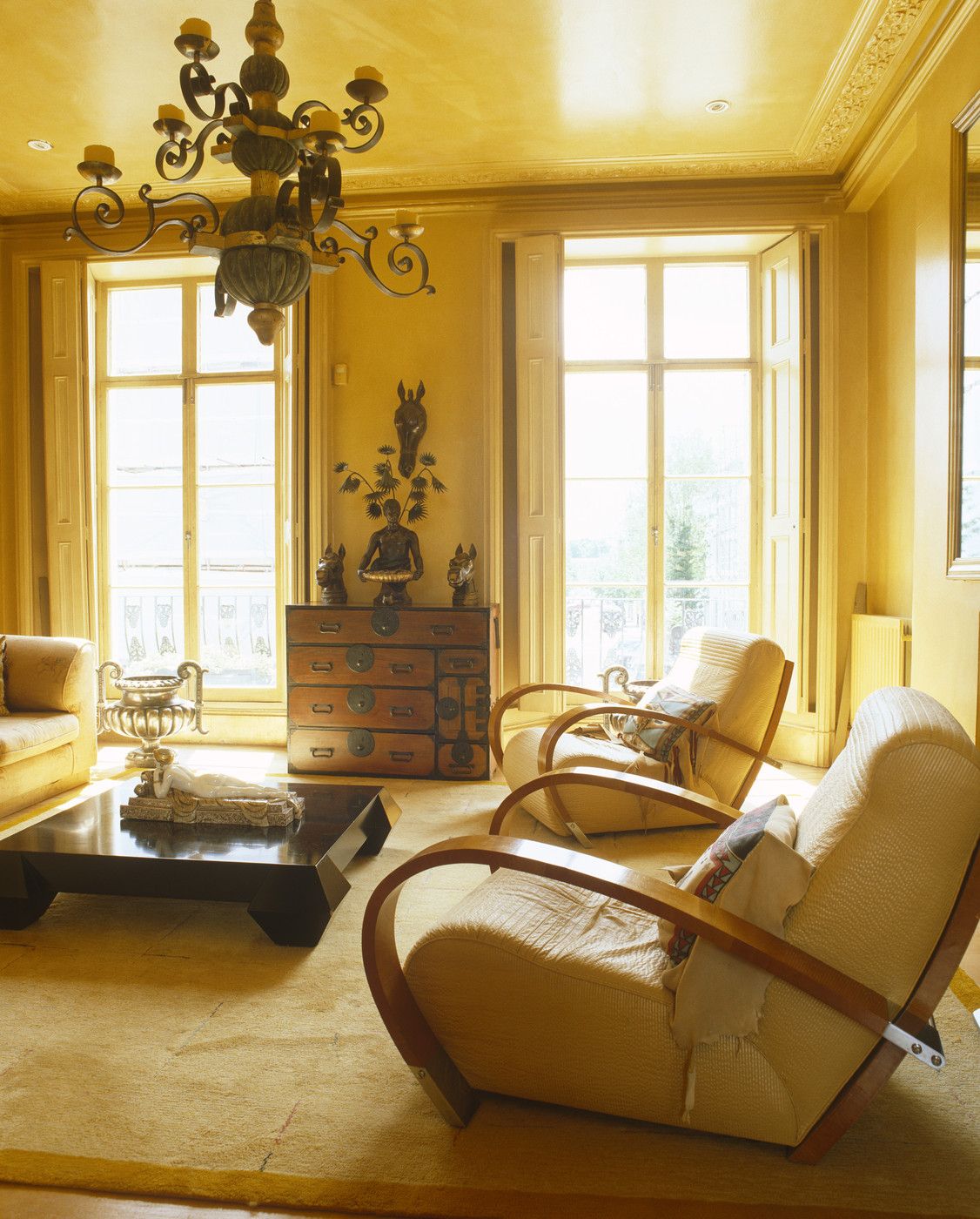 Yellow walls cream rug photos design ideas remodel and decor lonny - Living room with cream walls ...