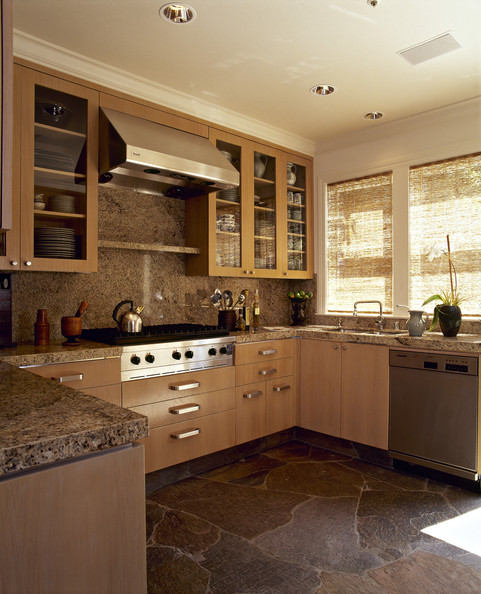 Honey oak cabinets photos 12 of 24 for Contemporary oak kitchen cabinets