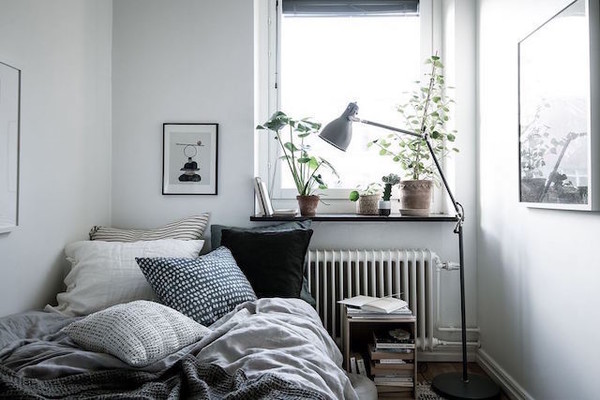 Decorate Some Shelving