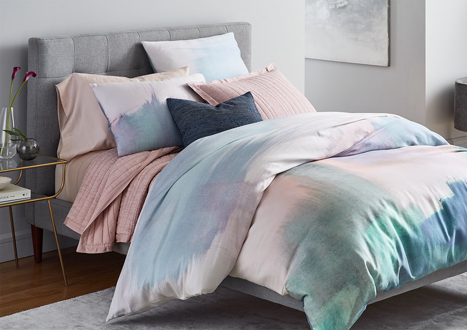 Fashion and furniture lovers can now choose between 26 different textile bundles, thanks to West Elm and Rent the Runway.