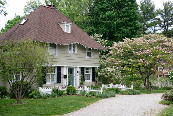 Home Tour: Jane Beiles House in Connecticut