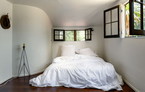 Serene Bedrooms For Rest In New Year