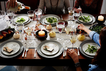 How to Set a Rustic-Chic Thanksgiving Table