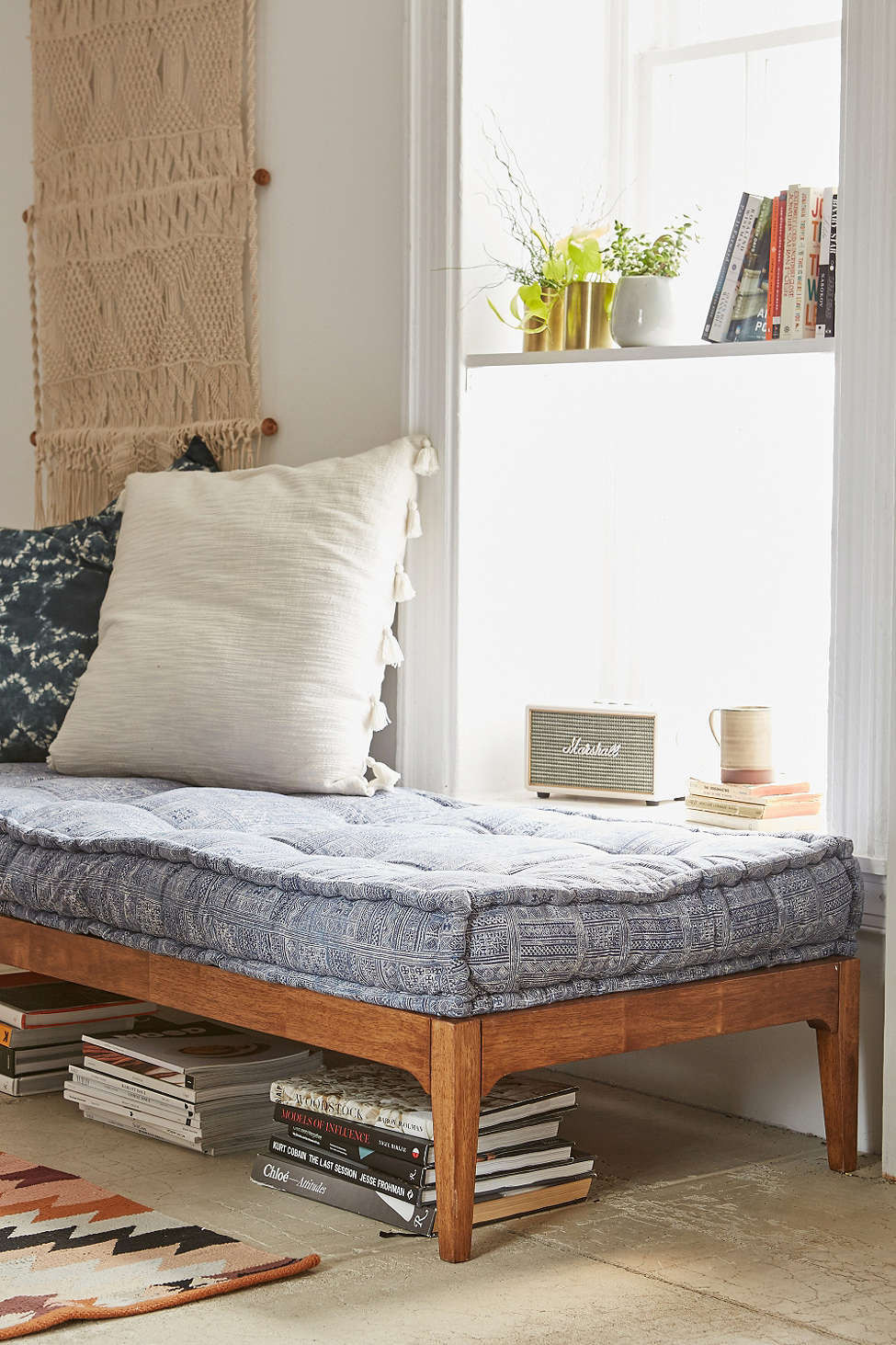 Can you replace a sofa with a daybed decorating lonny for Bohemian style daybed