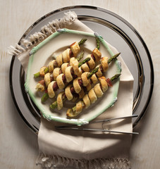 Asparagus and Prosciutto Wrapped in Puff Pastry