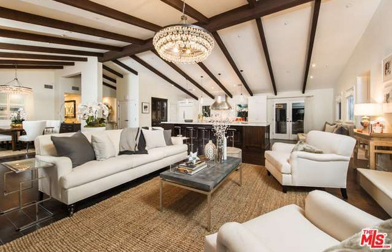 The living room mila kunis los angeles mansion lonny for Family room los angeles