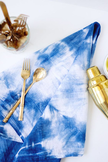 Sweet shibori 25 diys to spruce up your thanksgiving table lonny - Fall decor trends five tips to spruce up your homes ...