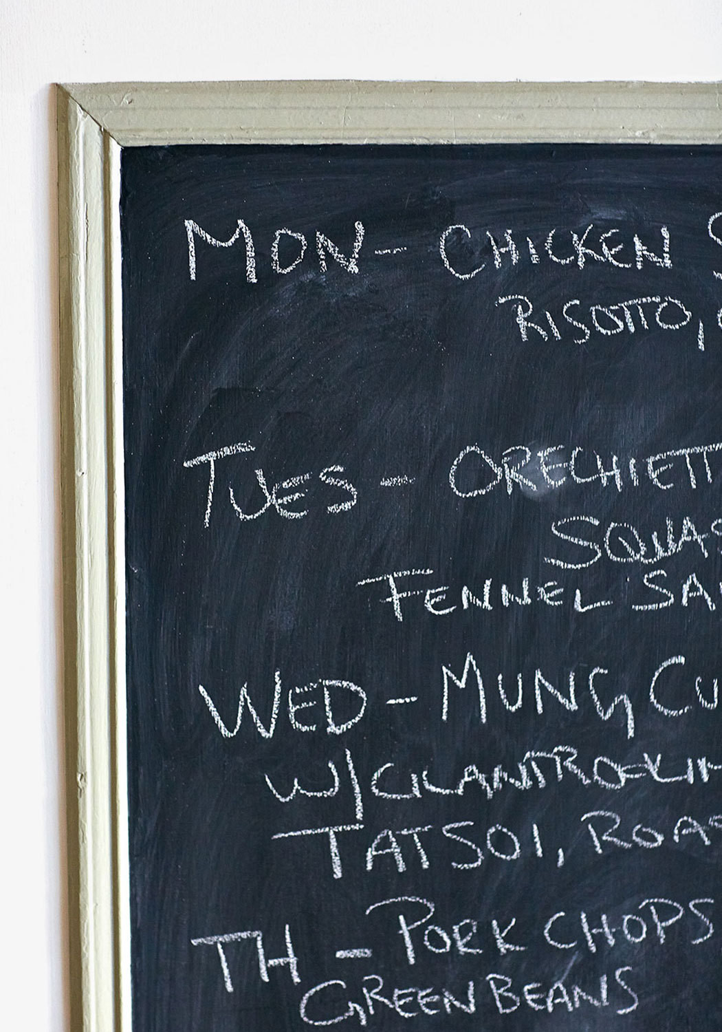 The food-centered family's weekly menu on a chalkboard.