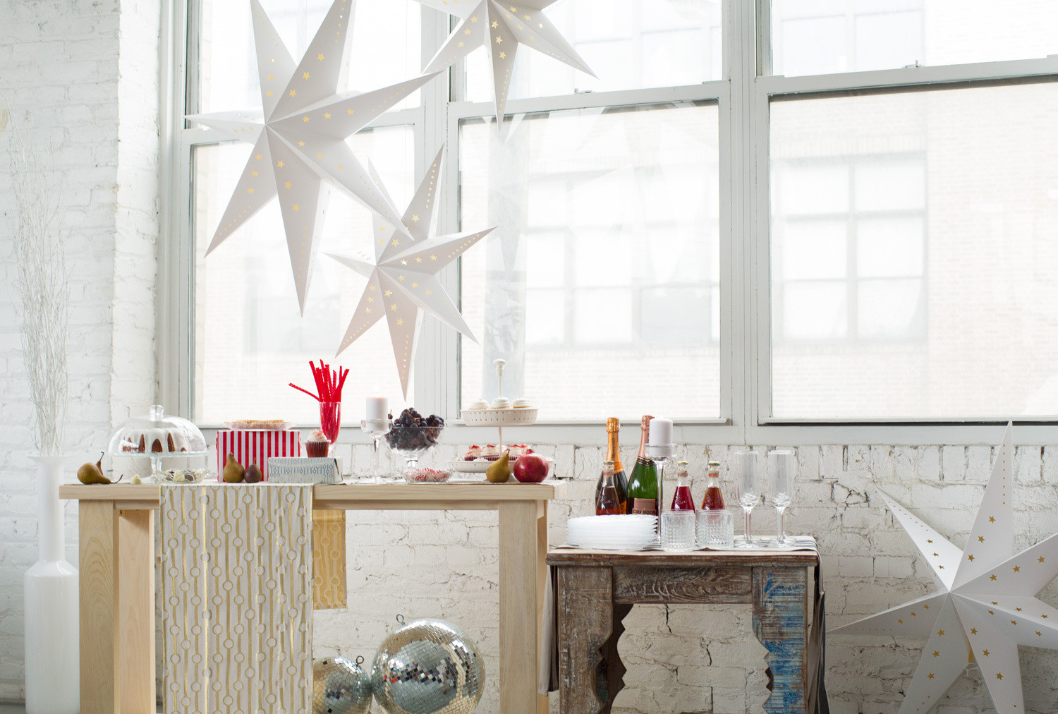 A palette of red, white, and gold turns this table into a party MVP.