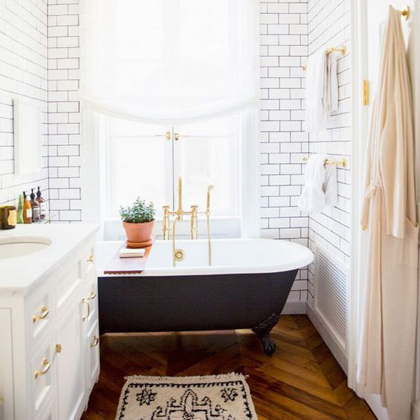15 Tiny Bathrooms That Are So Impressive Lonny - Tiny-bathrooms