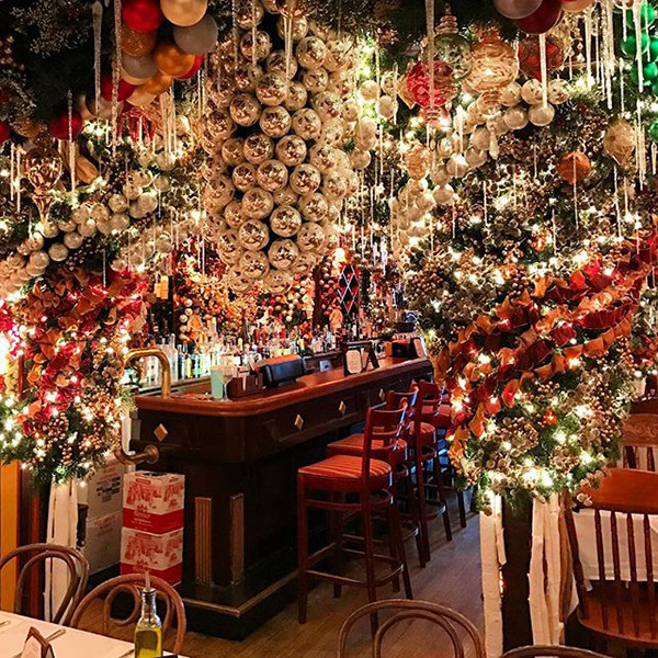 Christmas Restaurant Nyc.Rolf S German Restaurant In Nyc The Top Insta Worthy