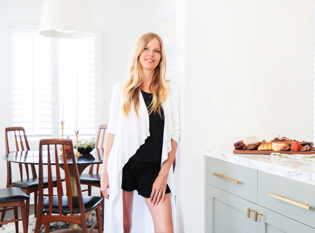 Smitten Studio's Sarah Sherman Samuel share her ideal Saturday routine, complete with cozy loungewear and a stylish backyard picnic.