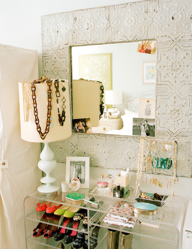 Dressing Room Display 20 Ways To Decorate With Lucite