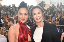 'Wonder Women' Gal Gadot and Lynda Carter Hit It Off on the Red Carpet